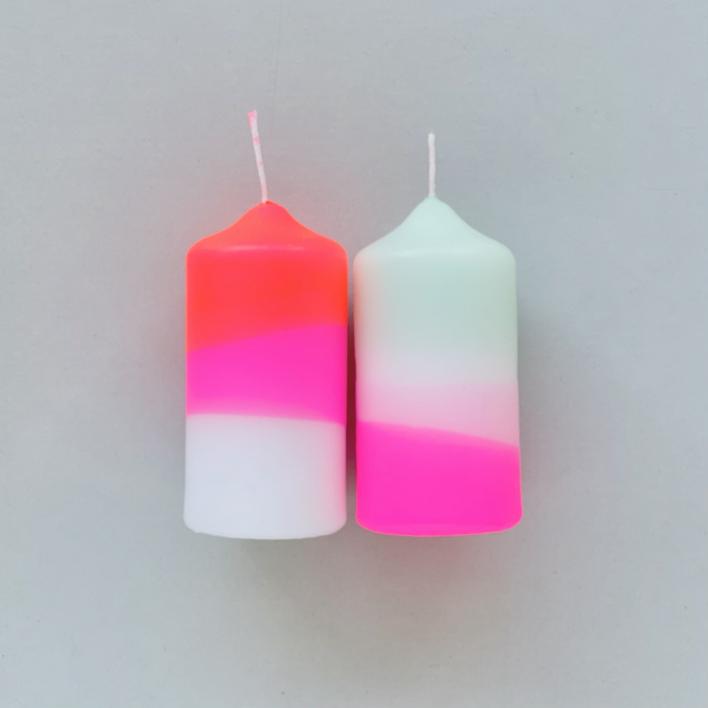 Pink Stories Dip Dye Neon Peppermint Cherries – Set mit 2 Stumpenkerzen