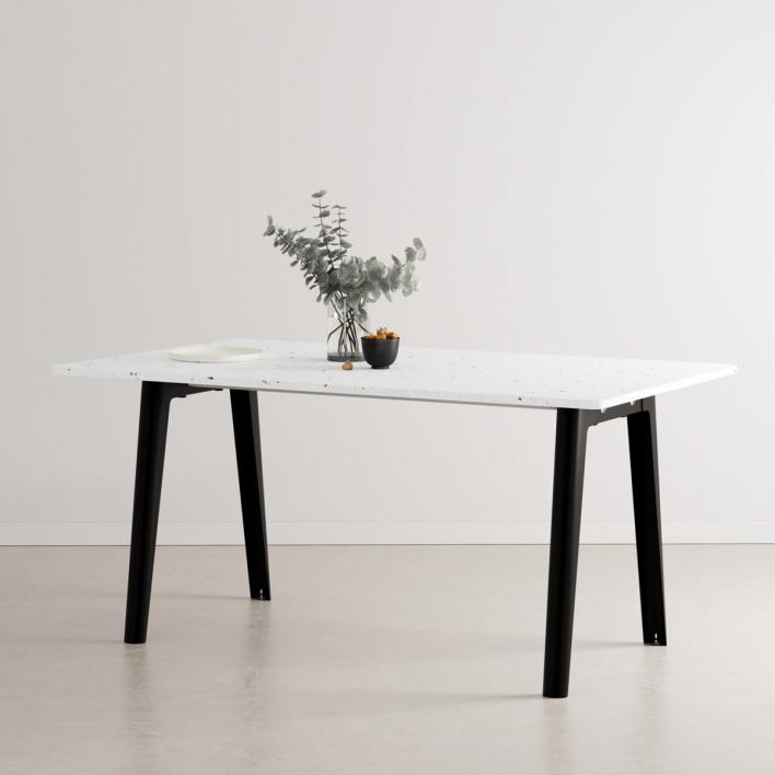 Tiptoe NEW MODERN Dining Table – Esstisch mit Tischplatte aus recyceltem Plastik 160 × 95 cm | Graphite Black