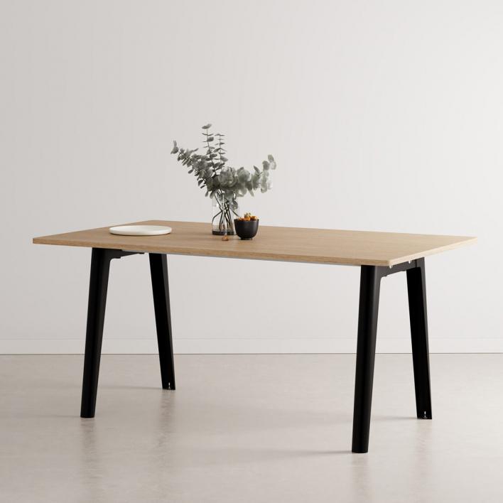 Tiptoe NEW MODERN Dining Table – Esstisch mit öko-zertifizierter Holzoberfläche 160 × 95 cm | Graphite Black