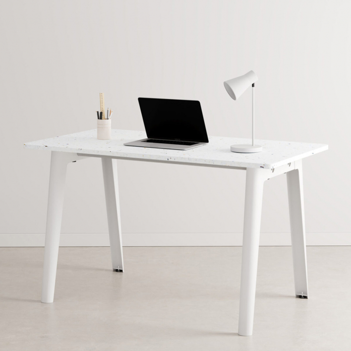 Tiptoe NEW MODERN desk – recycled plastic 130 × 70 cm Cloudy White 130 × 70 cm | Cloudy White