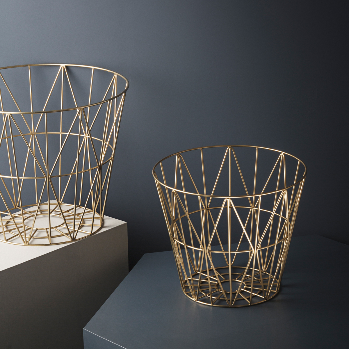 rikiki grafik produkt wire basket large brass. Black Bedroom Furniture Sets. Home Design Ideas