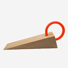 aDOORable – Wooden door stopper with loop Fluo Orange>     </noscript> </div>          <div class=