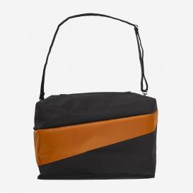 24/7 Bag Black & Sample – große Umhängetasche>     </noscript> </div>          <div class=