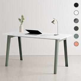 NEW MODERN Desk – Schreibtisch mit Tischplatte aus recyceltem Plastik>     </noscript> </div>          <div class=